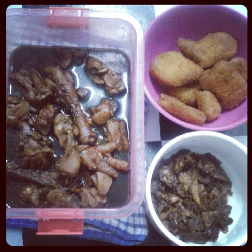 Dinner ayam masak kicap,telur kicap+soscili & nugget ayam...﹋o﹋ Madahkmadah Akuyangpostkoyangpanas Kodahkenape