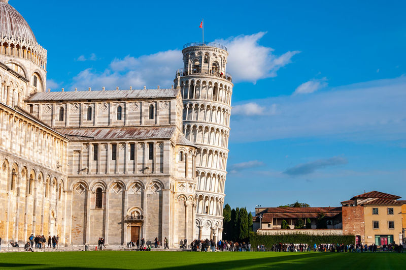 Leaning tower and the Cathedral dedicated to Santa Maria Assunta, in Piazza dei Miracoli in Pisa. UNESCO World famous site, located in beautiful Tuscany Built Structure Architecture Building Exterior Sky History The Past Travel Destinations Nature Building Cloud - Sky Group Of People Grass Travel Tourism Day Large Group Of People City Arch Place Of Worship Outdoors Ancient Civilization Architectural Column Pistil Piazza Dei Miracoli Tower Learning Pisa Pisa Tower Pisa Cathedral
