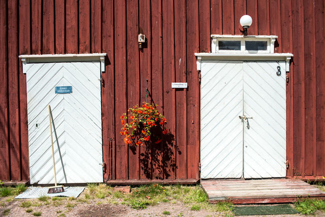 Strömforsin Ruukki Barn Doors Flower Decoration Plant Rural Sunny Wall Countryside Countryside Life Flowers Front Or Back Yard Outdoors Red Barn Summer Swab Village Life Village Lifestyle Wooden Architecture Wooden Barn Wooden House