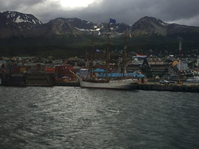Fragata Holanda Antartic Barco Mountain Waterfront Sky Built Structure Mountain Range Water Outdoors