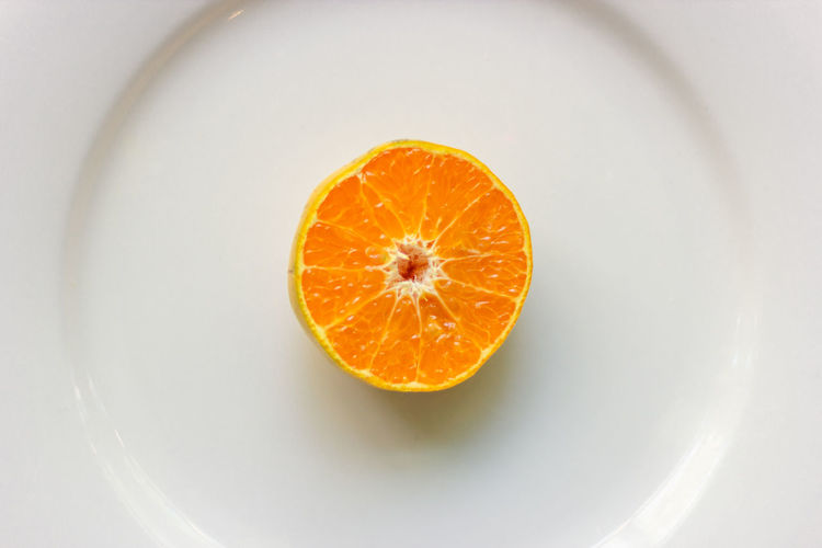 Top view of fresh sliced oranges on the plate Healthy Eating Food And Drink Food Wellbeing Orange Color Fruit Citrus Fruit Orange - Fruit Orange Freshness Indoors  Cross Section Directly Above Still Life Close-up SLICE No People Studio Shot Bowl White Background Ripe