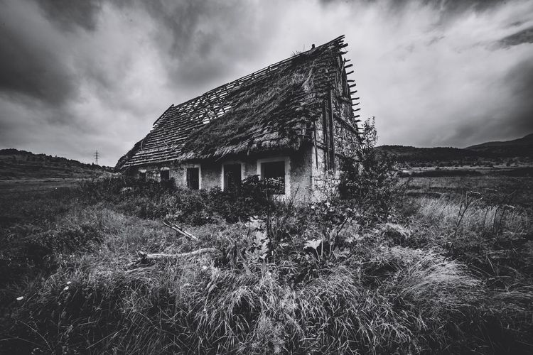 Sonyalpha Zeisslens Travels Sonyworldclub Black And White Pixelated Storm Cloud Sky Architecture Cloud - Sky Built Structure Building Exterior Thunderstorm Historic Storm Power In Nature