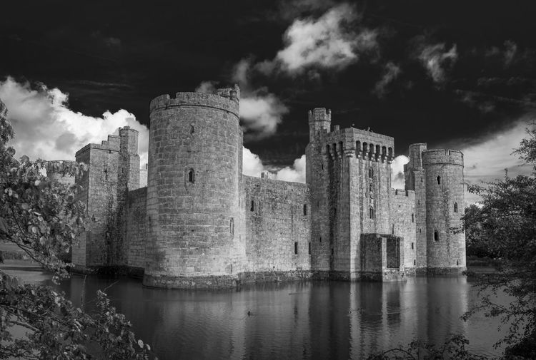 Bodiam castle in East Sussex. No location tag available for Bodiam. 14th Century Bodiam Castle British Ancient Architecture Bodiam Built Structure Castle England History Lake Medieval Moat No People Old Ruin Sussex Uk Lost In The Landscape EyeEmNewHere
