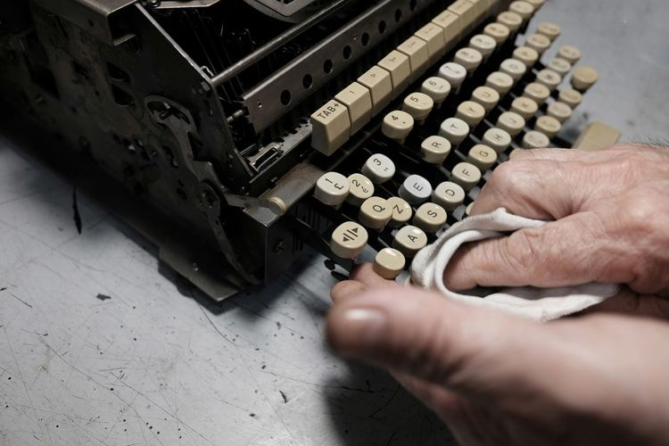 Alphabet Letter A Machine Machine Part Keys Man Cleans Typewriter Old-technology Retro Old-typewriter Old-fashioned Human Hand Close-up Typewriter Machine Analog Alphabet Vintage Letter E Letter A Typescript Keyboard Old Obsolete