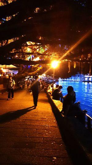 黑夜即將來臨 , 淡水夜色更吸引人 。 People Watching Relaxing Traveling Weekend EyeEm Best Shots Taking Photos Tamsui Taiwan Night Lights Night View