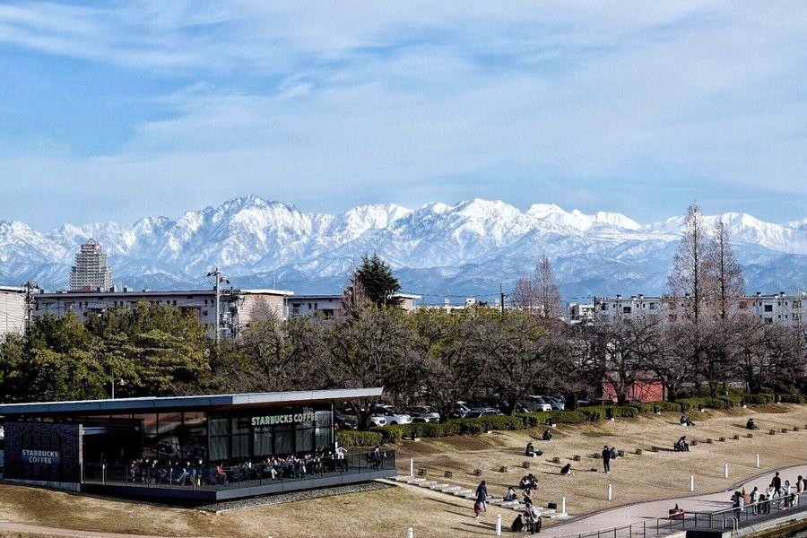 立山連峰 & Starbucks & 団地 Landscape Landscape_Collection Cityscape From My Point Of View Lifestyles Mountain View Japan Photography Relaxing Outdoors