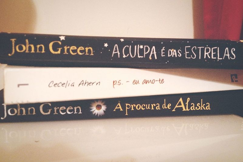 """""""A reader lives a thousand lives"""" Books ♥ The Fault In Our Stars Finding Alaska P.s I Love You❤ John Green Cecelia Ahern Sleepy Time Enjoying Life Relaxing Stars"""