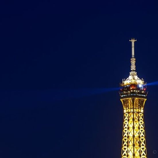 Laser lights at Eiffel Tower | Paris Paris Travel