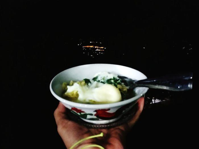 malam, dingin, menghangatkan dengan semangkok mie instan Puncak Bogor INDONESIA Indonesia Photography  Human Body Part Food And Drink Human Hand Frozen Food Food Ice Cream One Person Studio Shot Close-up