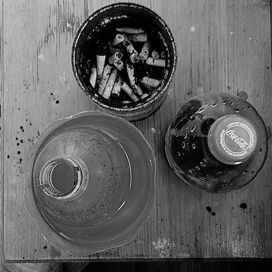 Натюрморт в черно-белых тонах Bottle No People Man Made Object натюрморт окурки Cigarette  Coca-cola