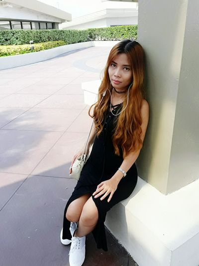Young Adult Young Women Long Hair Looking At Camera Portrait Casual Clothing Brown Hair Leisure Activity Front View City Life Person Outdoors Day Ootd BlackDress Mididress Ootd ✌ Simply Stunning Selfie ✌ Keepitsimple Keep It Simple Keeping It Classy Let's Do It Chic! Just Being Me My Look Of The Day !!!