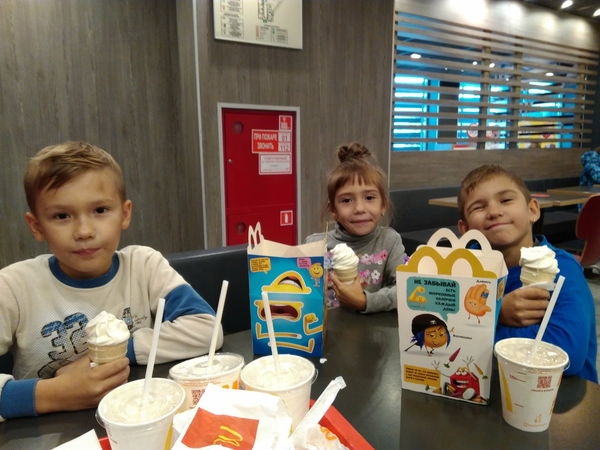 Love Macdonald's Boys Childhood Day Eating Elementary Age Food Food And Drink Freshness Front View Girls Indoors  Leisure Activity Lifestyles Real People Sitting Togetherness
