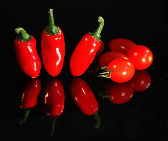 Vegetable Pepper Red Freshness Food Studio Shot Black Background Red Chili Pepper Chili Pepper Close-up Still Life Reflection Tomatoes