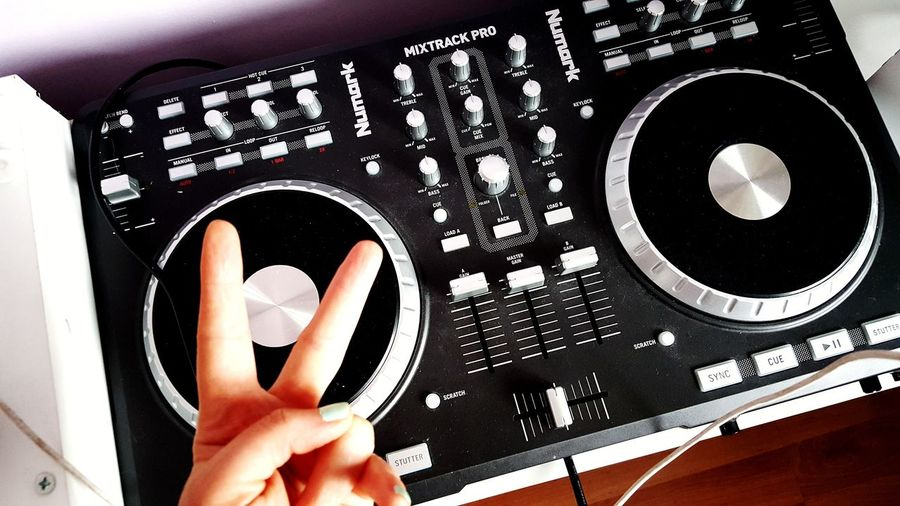 ✌ #music #instrument #dj #baby 사랑해 홍종현💕 고양이그램😻 내 #Relaxing #muzik #muzik #dj #djset Human Body Part One Person Human Hand Real People Indoors  Personal Perspective Only Women