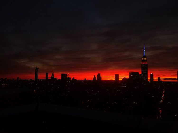 Left hell part2 Hanging Out Citylights EyeEm Best Shots Enjoying Life Sky Working NYC Skyonfire Manhattan New York City Empire State Building Downtown FDR Drive Relaxing Enjoying The View Inthecity