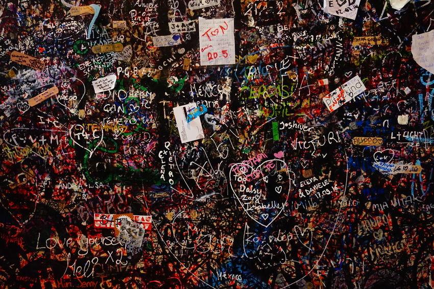 Verona Wall Art Romeo E Giulietta Casa Di Giulietta Juliet's House Love Multi Colored Backgrounds Walking Around Dolce Vita Dolce Italia Graffiti Love Words
