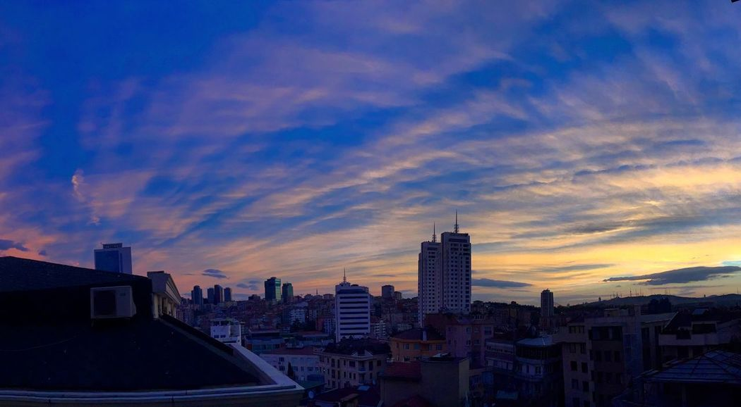 Good morning sky :) Panorama Morning Enjoying The Sun Sunrise Sky Cityscapes Istanbul Today Today Morning Istanbuldayasam