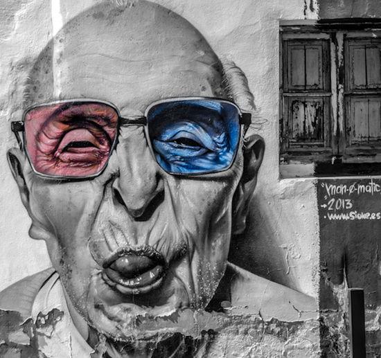 Street art... walking... EyeEm Best Shots - Black + White EyeEmbnw Streetphoto_bw EyeEm Best Shots
