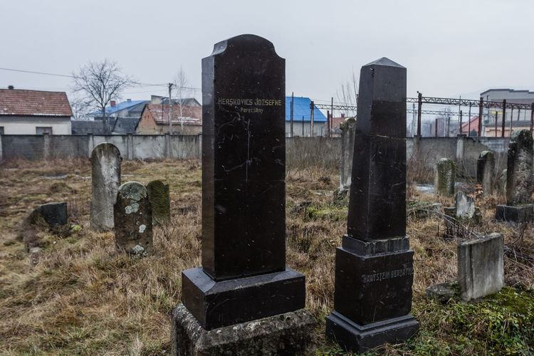 Cemetery Spirituality Built Structure Cementary Cementery Day Graves Gravestone Graveyard History Jewish Cemetery No People Outdoors The Past Tombstone Tombstones