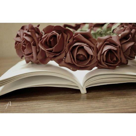 : يخبرني بـ أنه أحب القراءه كثيراً...لـ أجلي..! وكأنه لآ يعرف بـ أني أحببت الكتابه لـ أجله.. . . . . مساء_الخير كتب انستقرام الرياض تصويري مصورين