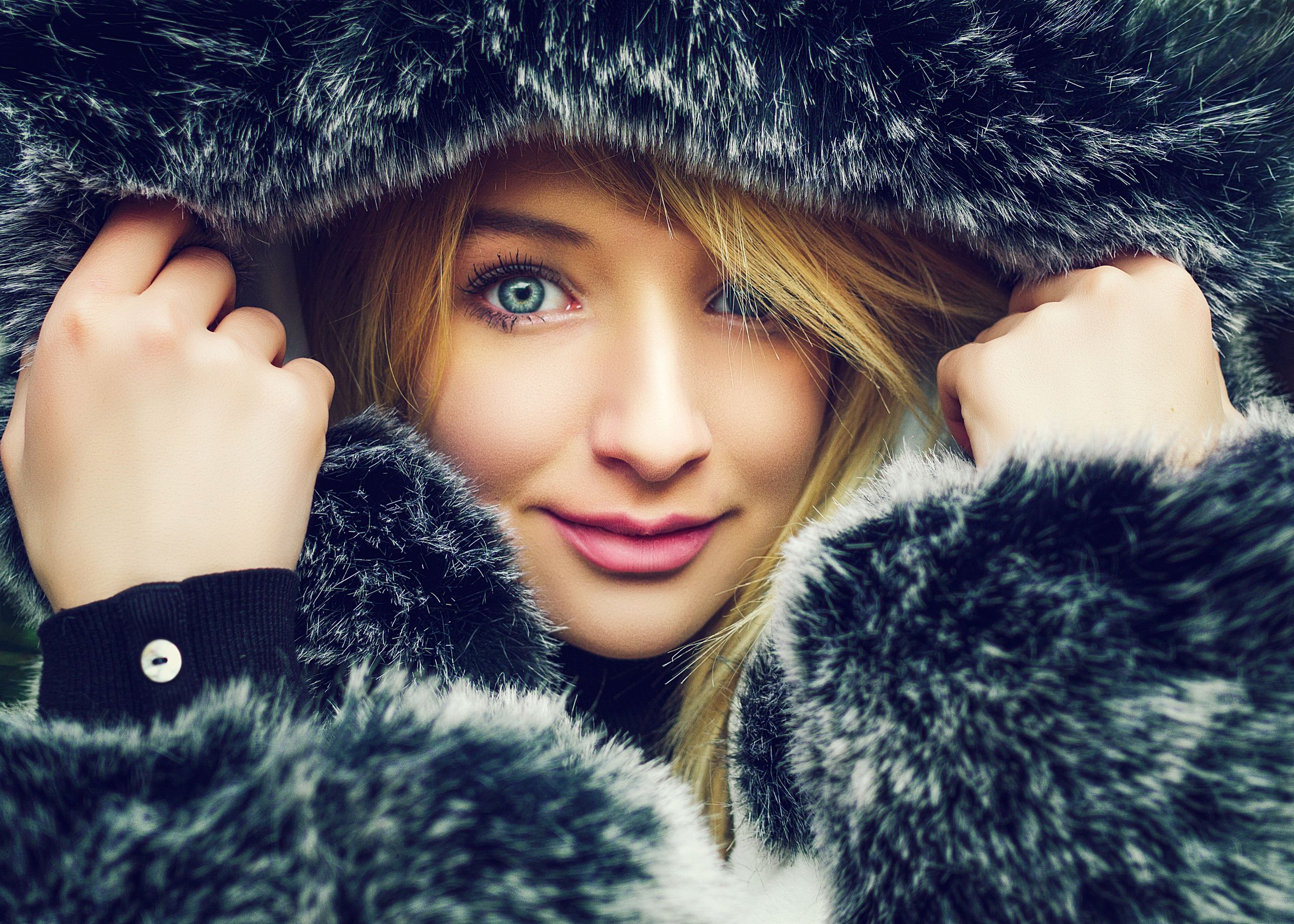 beautiful people, only women, portrait, warm clothing, adults only, one young woman only, fur, young adult, beauty, beautiful woman, one woman only, fur coat, night, glamour, people, adult, one person, close-up, indoors, cheerful