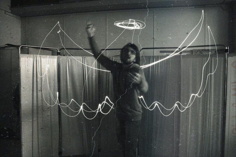 """Sacri insetti, chiamato Razza Umana"" Young Men Light Experimental Project Shooting High School Art Lesson"