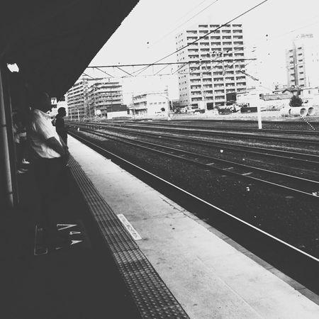 ヤレヤレだぜ。🚃👋 Public Transportation Railway Station Train Station Go Home
