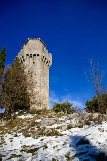 On the you can see the cat, I think he secures this tower 🐱 bBeauty In Nature bBuilding Exterior CCastle cCold Temperature eEurope hHistory NNature nNo People oOutdoors SSan Marino sSnow WWinter WWinter wWinter Wonderland WWintertime Architecture Tower Monte Titano Montale  Terza Torre