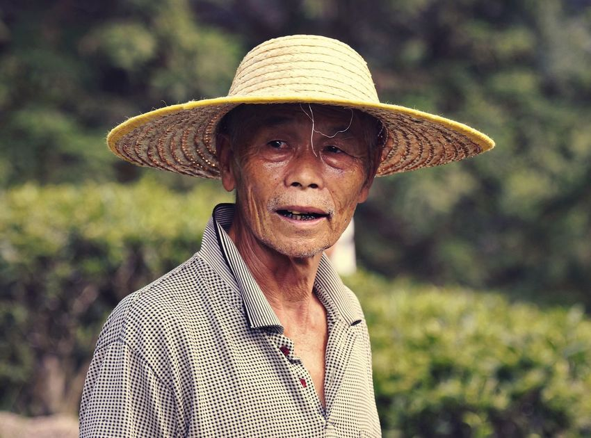 Under Sun China Hezhou Real People Streetphotography Hat Portrait One Person Clothing Focus On Foreground Looking At Camera Headshot Front View Day Close-up Nature Adult Outdoors Real People Lifestyles Men