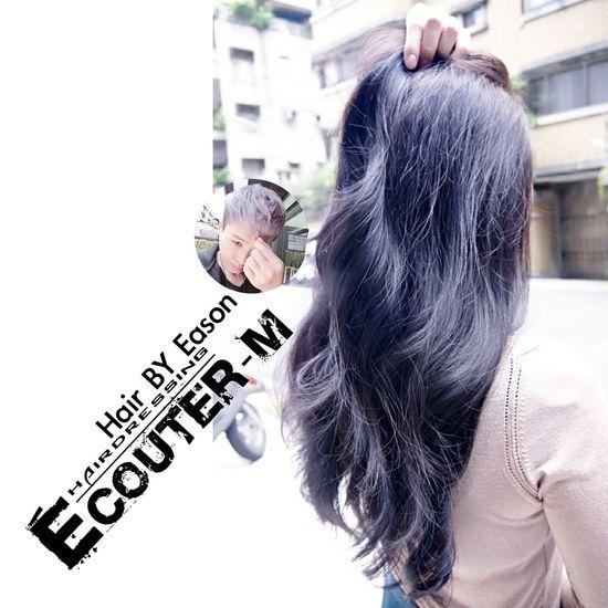 (#EasonHairstylists ) 【深色可以這樣】 深色可以讓頭髮光澤更好 需要漂髮~ Ps.👉漂髮漂髮在漂髮💞 不要過度漂髮可以讓頭髮更鬆更有色澤喔!🍭 👉加上光線感覺的碰撞👈好Macth ✔漂髮 COLOR ➡️ 漂髮➡️一定加 #olaplex 強韌頭髮彈性 直接點 ↪ EasonHairstylists @EasonHairstylists @newkireifish @CLEartist ✴秘密矯色護色洗髮精,👍(好用不貴,護色又保持顏色) ✴抗氧化只要擦瑪卡油+sd觸感調理素 使用(交換使用) 👑潤澤瑪卡油噴霧加強亮度 👑每月需要回來維護護髮維持顏色光澤 不要折扣就不要輸入【Eason】代號⤵ ▶優惠️需要教學輸入代號【Eason】購物這裡會教⤵ http://easonjen.pixnet.net/blog/post/198240480 ▶️洗髮精這裡買⤵ http://ecouterhair.com/online-shop/ 線上直接預約LINE ID: EEASON 問價錢找她就對👉 0963599112 Olaplex #beauty #Beautiful #day #Eastern #gray #popular #Fondleadmiringly #popular #color #dye #hair #Bleachinghair #ecouter Taipi Handsome