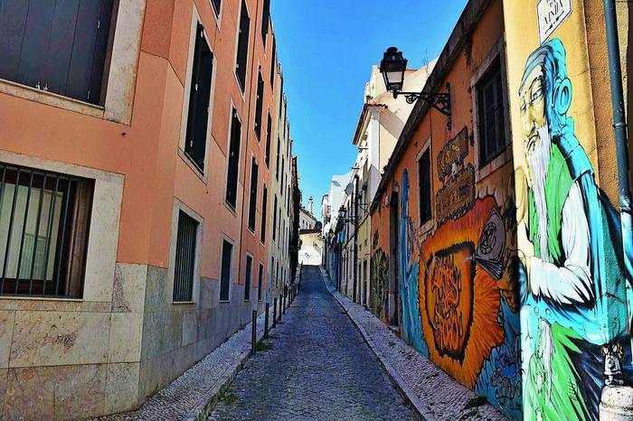 Lisbon Lisboa Portugal Portugal_em_fotos Portugal Portugal_lovers Portugaloteuolhar Rua Streetphotography Streetart Streetphoto_color Color Graffiti Bairroalto Daylight Daily Photo