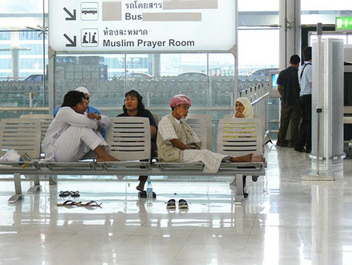 Muslim Airport Passenger Muslim In Bangkok Muslim In Thailand Muslim Passenger Travel For Had Thai Airline Passenger Thai Muslim Thai Muslim Style Travel To Thailand