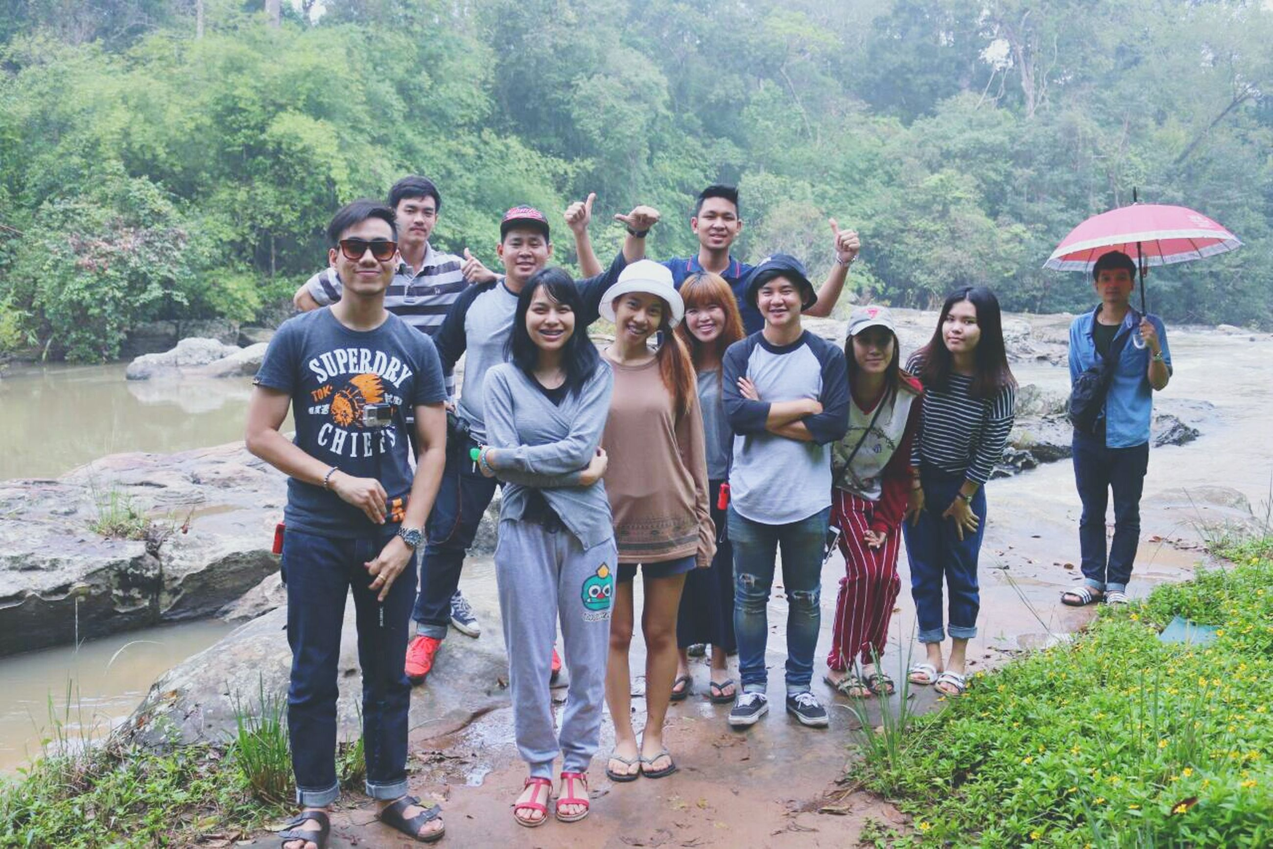 lifestyles, leisure activity, togetherness, casual clothing, full length, person, men, friendship, bonding, love, vacations, large group of people, standing, tree, walking, rear view, tourist, girls