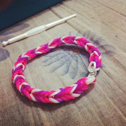 1 down :) para ke besfiee ❤️😁☺️😘 Loomband Fishtailstyle For Besfie