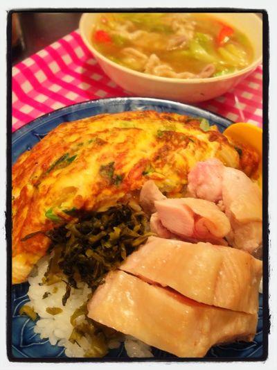 今日の賄い 芙蓉蛋飯 白切雞 (香港風卵焼きと蒸し鶏のせご飯)咖喱湯(カレースープ)