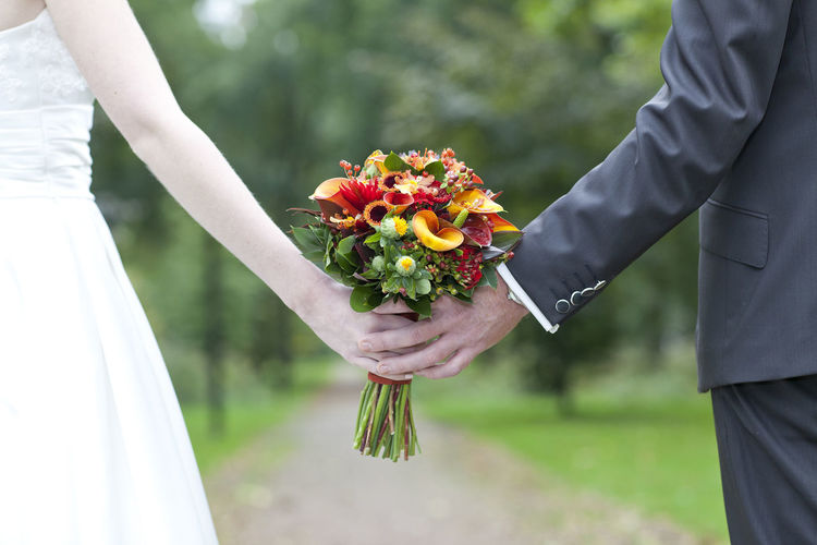 Holding the flowers together Bokeh Couple Hands Love Marriage  Wedding Wedding Flowers Wedding Photography