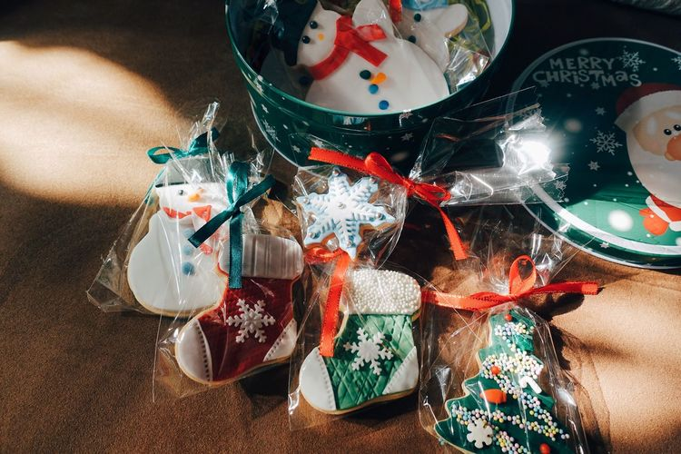 Christmas Christmas Cookies Cookies Christmas Decoration Sunlight Warm Winter Wintertime Sunlight And Shadow Celebration Close-up Lifestyles Food Holiday Multi Colored christmas tree Snowman Baked Colorful Life Sweet Sweet Food Holiday Moments Happiness Beautiful Moments Of Happiness