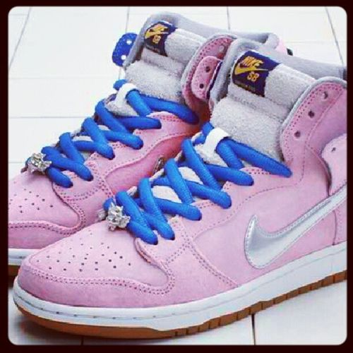 This is what I want for this year.. NikeSBWhenPigsFly Nikeph Nikesb Nikesbph Nike Shoes Kicks Pink Happiness Collection ♥ please God :-)