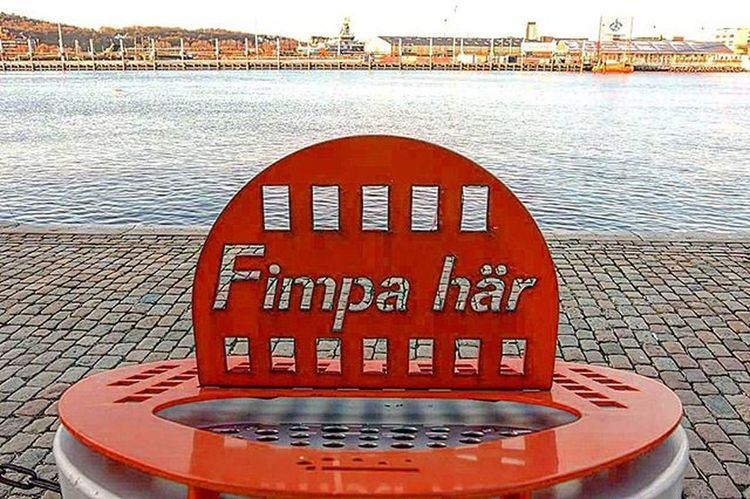 📷🚬 Cigarettes Throws Here Smoking Fimpa Har Fimpahar Port Water Color Red Likes Tagsforlikes Gothenburg Sweden Ciggaret Papperskorg Hamn Goteborg Sverige @awesome_pixels @exaperture