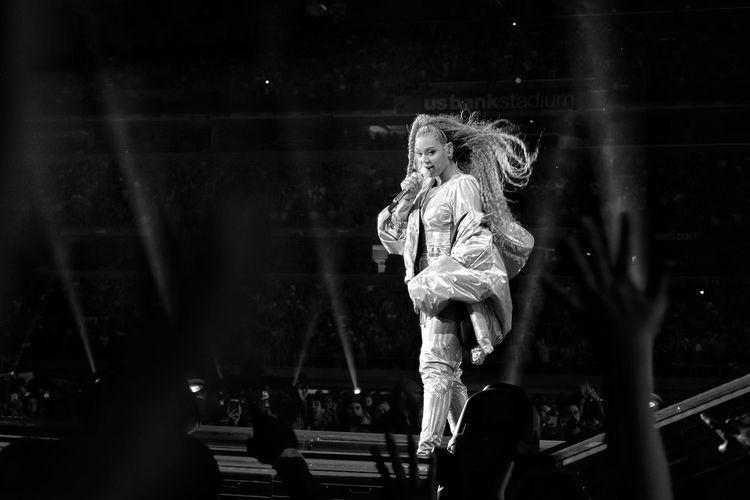 #Beyonce & #JayZ at #USBankStadium #Minneapolis Real People Creativity Art And Craft Sculpture Illuminated Stage - Performance Space