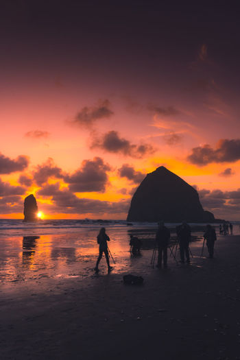 Wander Oregon Getting Inspired EyeEm Best Shots EyeEm Nature Lover Eye4photography  Rocks Pretty Nostalgia Water Sunset People Clouds Water Full Length Sea Sunset Beach Tree Silhouette Sky Shore Orange Color Scenics Sun Calm Romantic Sky Tranquility Non-urban Scene Beauty In Nature