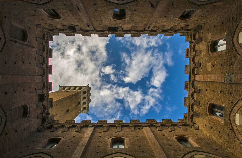 Hello World Taking Photos EyeEm Best Shots Architecture Built Structure Cloud - Sky Low Angle View No People Outdoors Siena Sky Window Building Exterior Day Blue