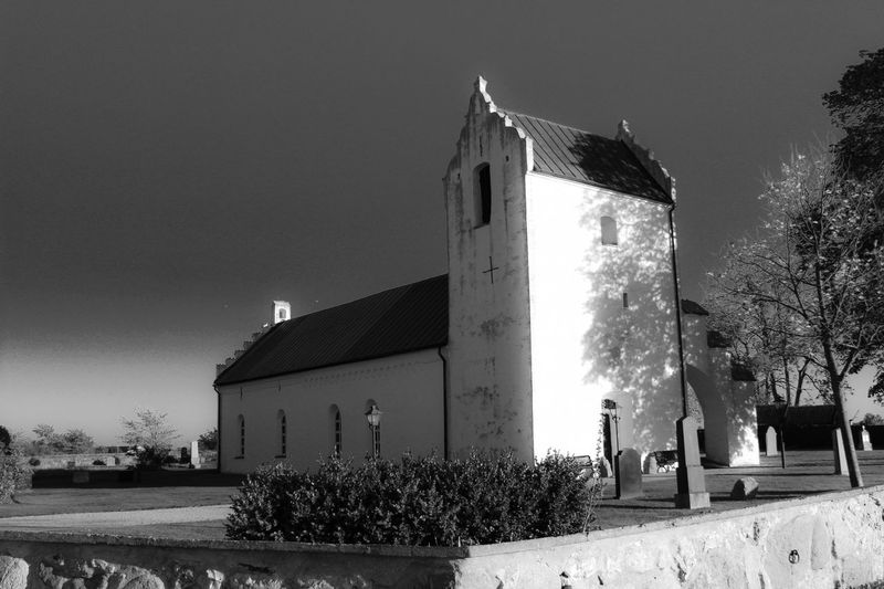 Church 12th century.. https://youtu.be/c-tW0CkvdDI Editor's Picks B/w Light And Shadow 12th Century Church Historic Building Monochrome Blackandwhite Black And White Black & White Spirituality Building Exterior Built Structure Architecture Plant Building Nature Sky The Past History No People Low Angle View