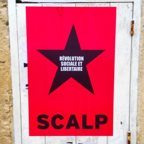 Streetphotography Street Photography Street Affichage Libre Affiche Black Star Red Black Star Power Anarchy Power To The People Expression Revolution Liberty Antifa Antifasisct Scalp