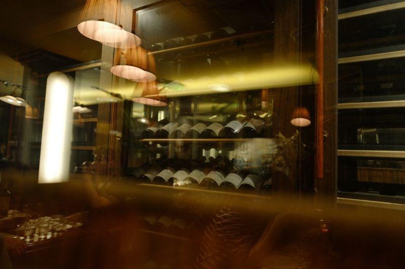 Wine cellar 뚜또베네 Whitewine Redwine Wine 와인 Food And Drink Indoors  Glass - Material Illuminated Reflection Restaurant Business