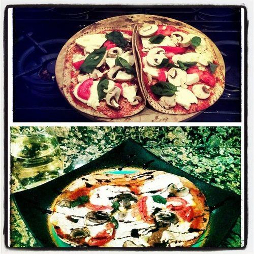 Flat bread pizza and wine night and gopher hockey Yummy Gopherhockey Frozenfour