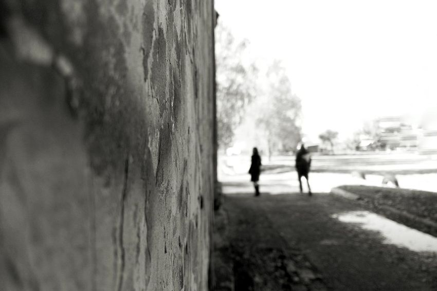Bw_collection Bestoftheday Tree Full Length Sky Friend Building Silhouette Couple Exterior Alley