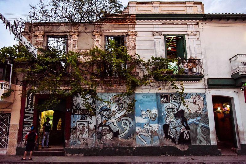 Architecture Building Exterior Built Structure Art And Craft Outdoors Day Tree No People Cuba Santa Clara Cuba