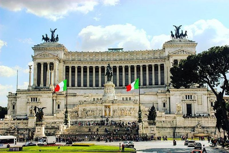 Imposing square, home to palazzo venezia Italy Travel Traveller Centralhub Of Rome Likes4likes Followme 😊😊
