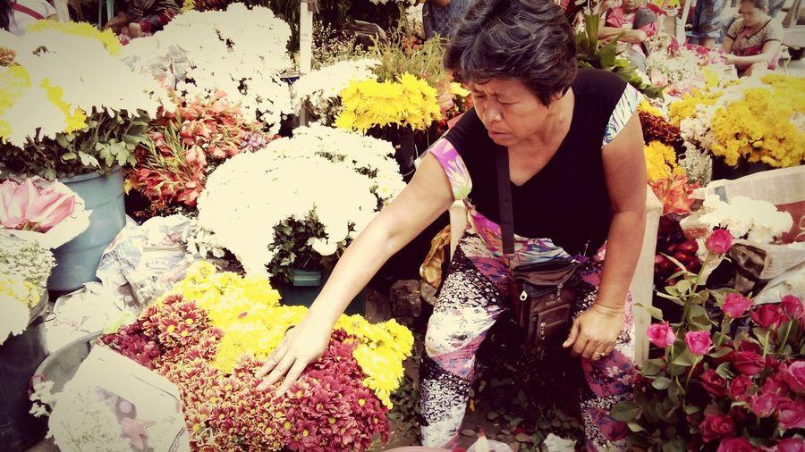 ValentineVendor Flowervendor Eyeem Philippines EyeEmCDO PhonePhotography Valentinesday♡